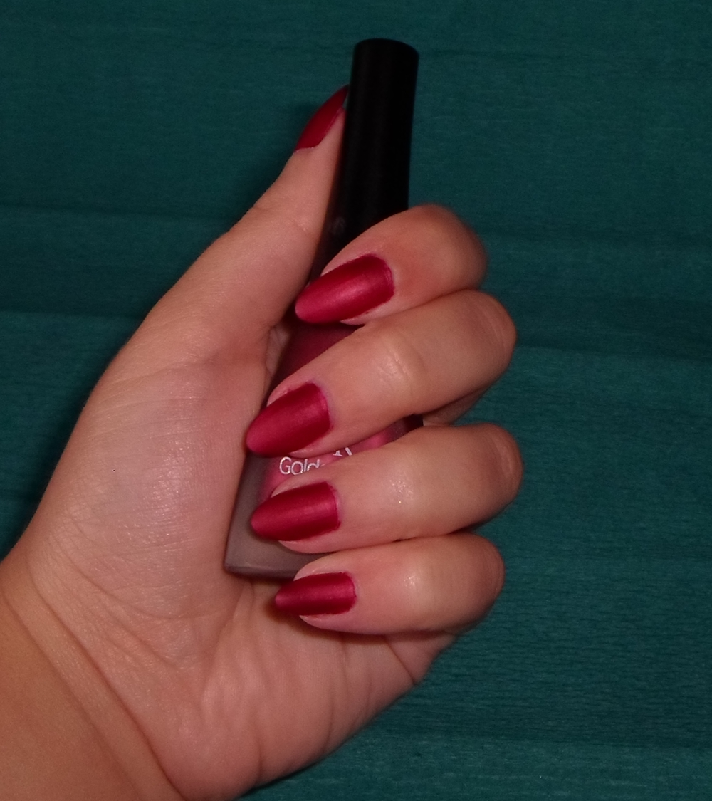 Golden Rose Matte 04 Red nailpolish review | Cat Eyes Red Lips