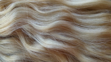 cliphair-ltd-wavy-hair-extensions-bleach-blonde-review.jpg.jpeg